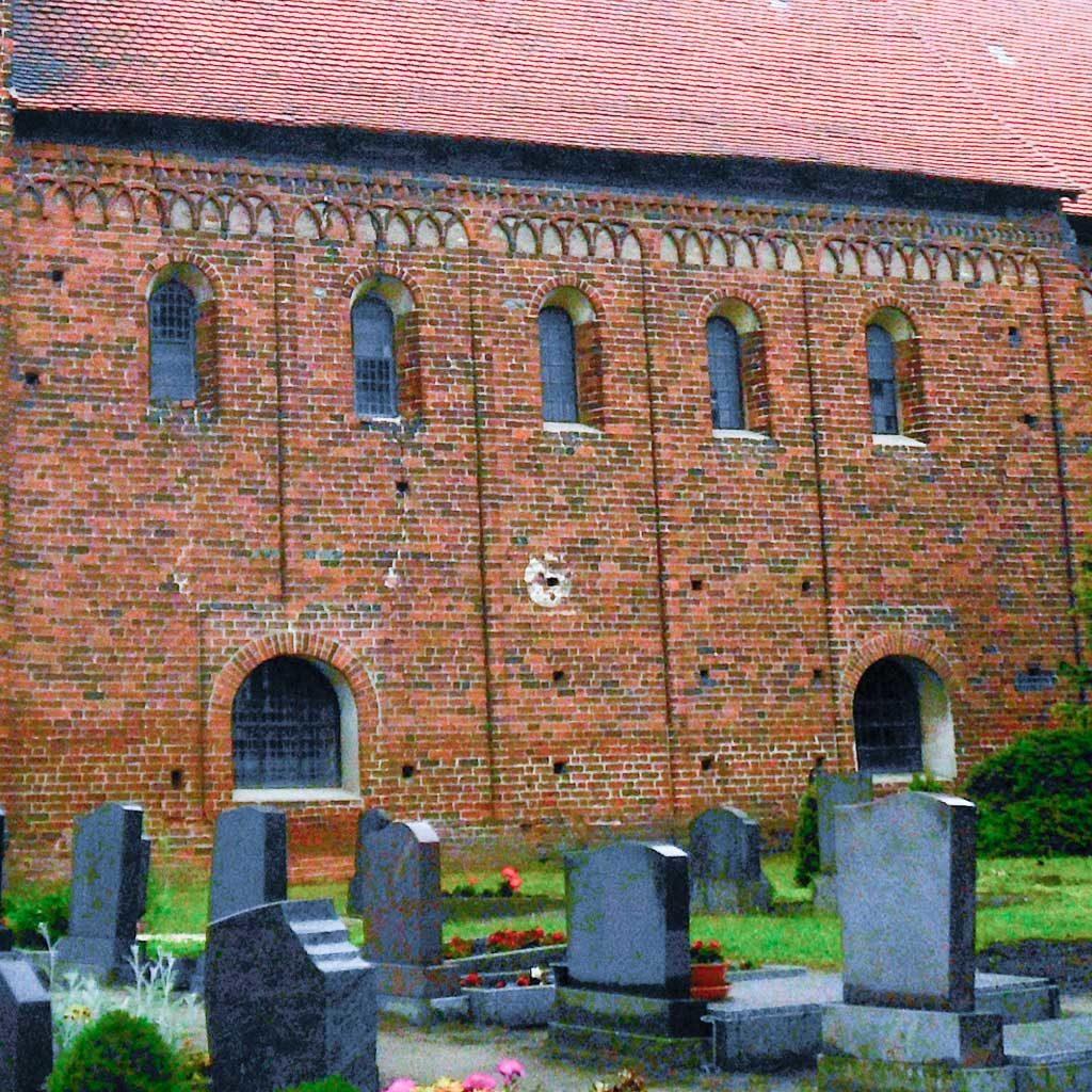 Dorfkirche Redekin rätselhafte Öffnungen in der Südwand des Schiffes