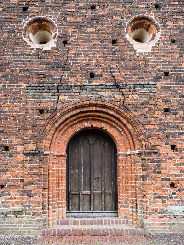 Dorfkirche Redekin Westportal und Rundfenster (Okuli)