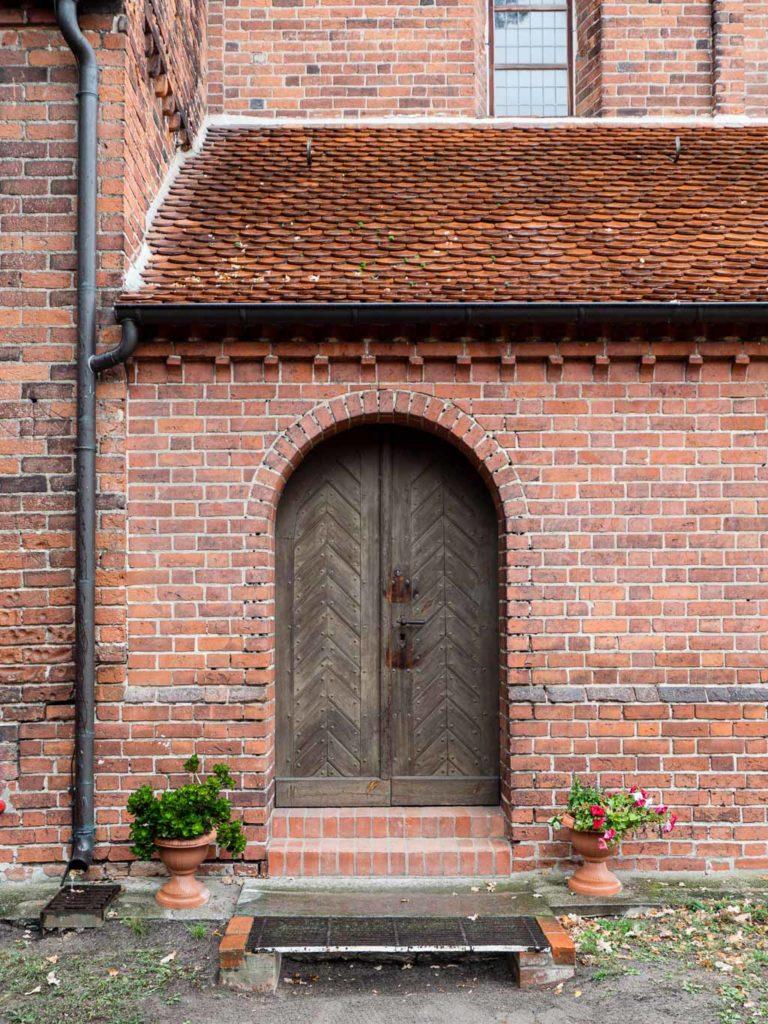 Dorfkirche Schönhausen Portal und Fries Patronatsloge