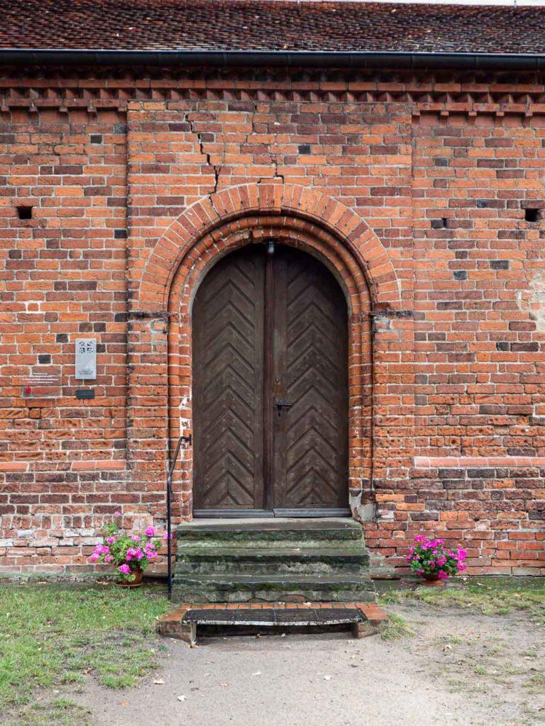 Dorfkirche Schönhausen Pforte im Seitenschiff der Südseite