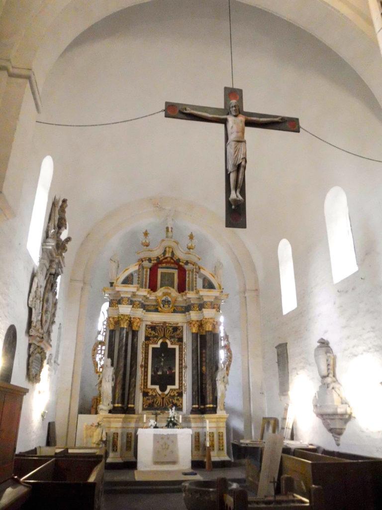 Dorfkirche Schönhausen Triumphbogen, Chor und Apsis mit Altar