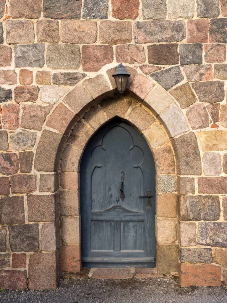 Komturei Lietzen Kirche Spitzbogiges Portal in der Südwand des Schiffes