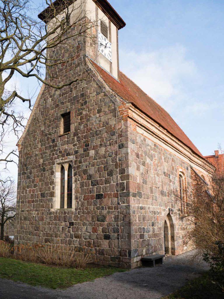 Komturei Lietzen Kirche Ansicht von Südwest. Westfassade vom Typ Dangelsdorf