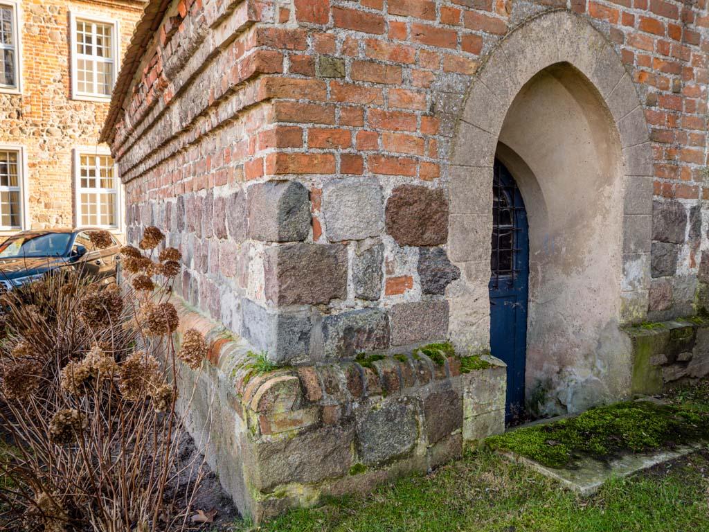 Komturei Lietzen Kirche Sakristei Feldsteinsockel