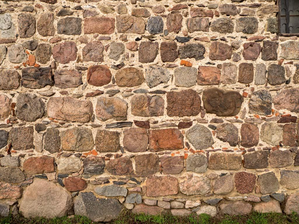 Komturei Lietzen Scheune Lagiges Gefüge und Quaderung des Mauerwerks