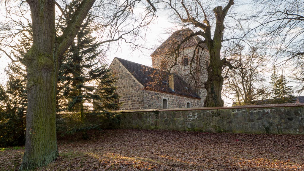 Dorfkirche Neuentempel Anlage von Nordost