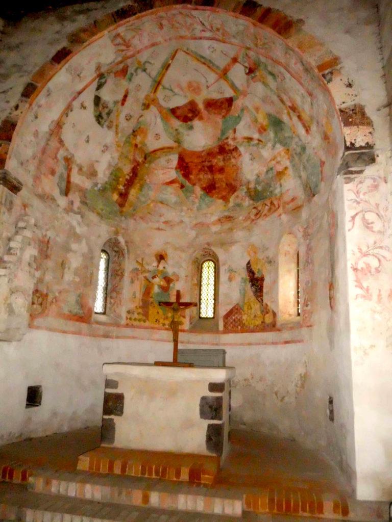 Dorfkirche Riedebeck Spätgotische Wandmalereien an Apsis und Chorbogen.