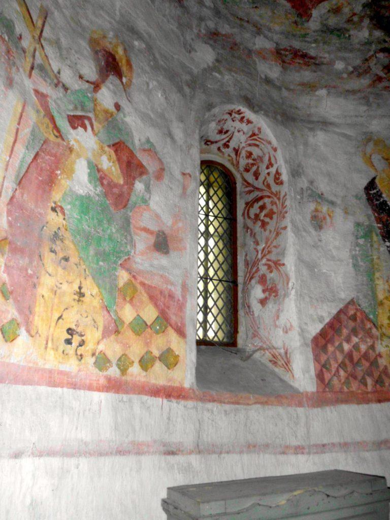Dorfkirche Riedebeck Details der Malereien in der Laibung des nördlichen Apsisfensters.