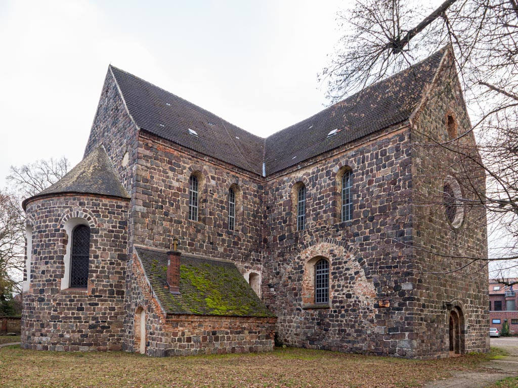 Stadtkirche Zahna-Elster. Hauptapsis, Chor mit Sakristei und nördliches Querschiff mit Spuren der abgerissenen Nebenapsis.