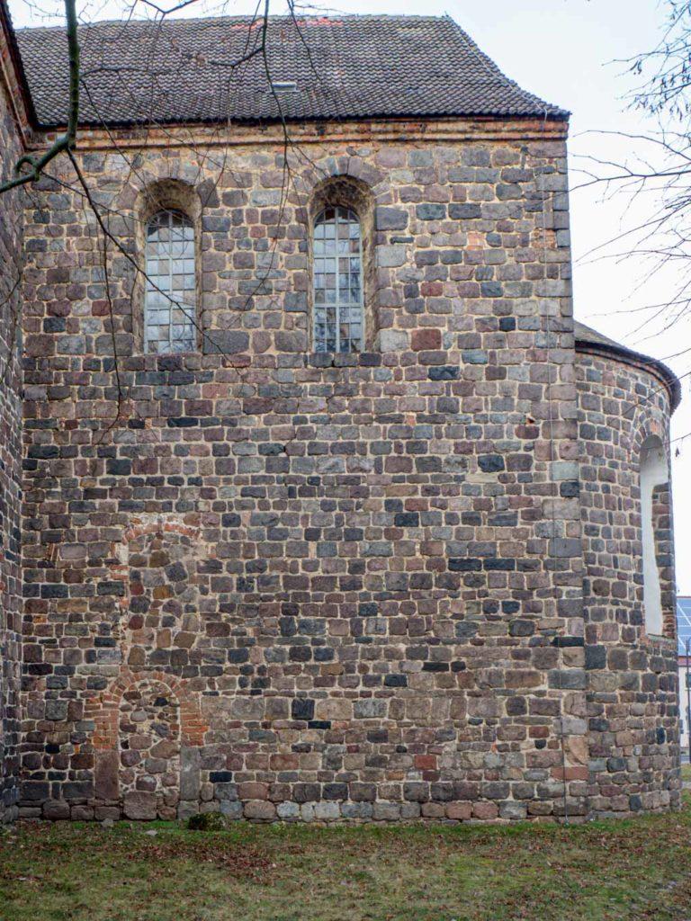Stadtkirche Zahna-Elster. Südwand des Chors mit zugesetzter Priesterpforte.