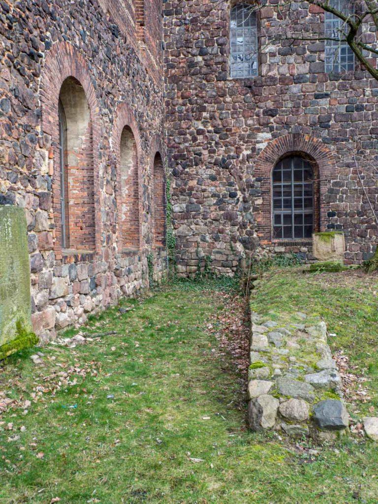 Stadtkirche Zahna-Elster. Relikte des abgerissenen südlichen Seitenschiffs.