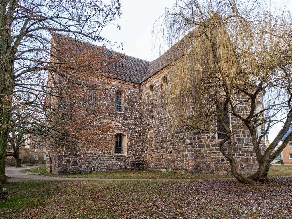 Stadtkirche Zahna-Elster. Hauptapsis, Chor mit Sakristei und südliches Querschiff mit Spuren der abgerissenen Nebenapsis.