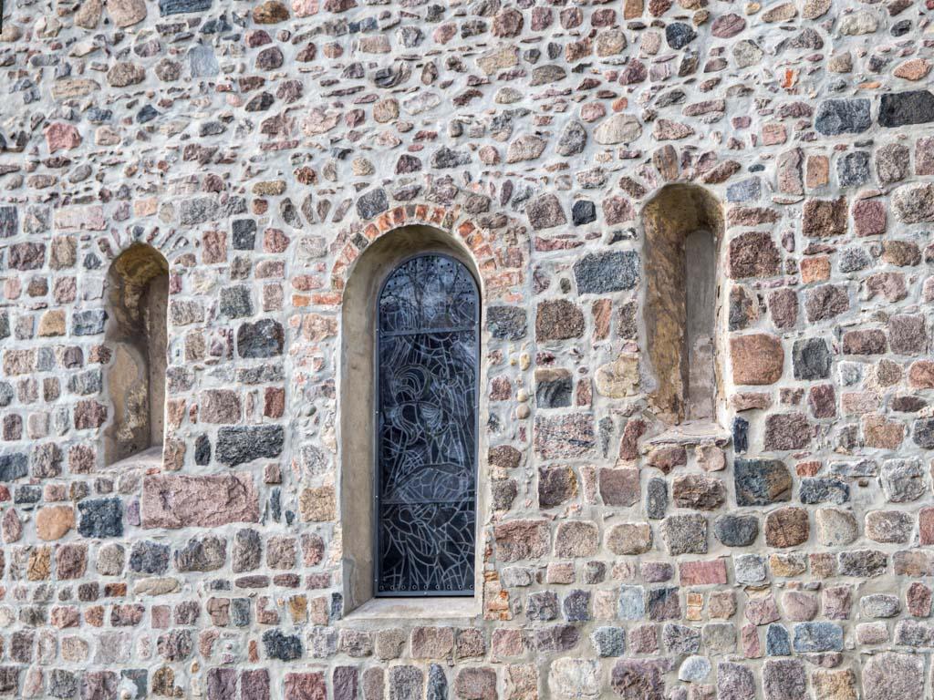 Dorfkirche Buckow Dreifenstergruppe in der Ostwand