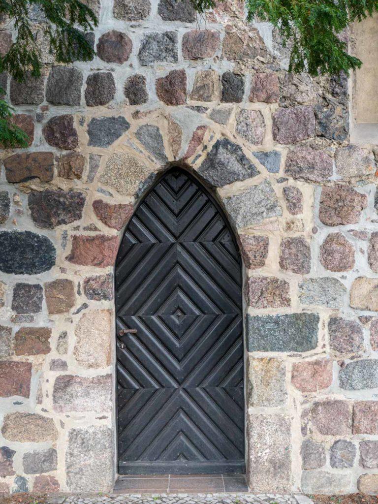 Dorfkirche Buckow Spitzbogige Priesterpforte