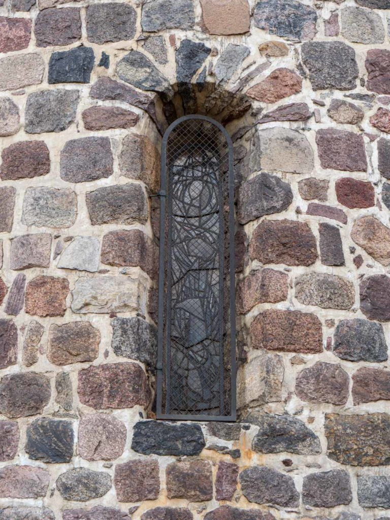 Dorfkirche Lankwitz Originales nördliches Rundbogenfenster der Apsis