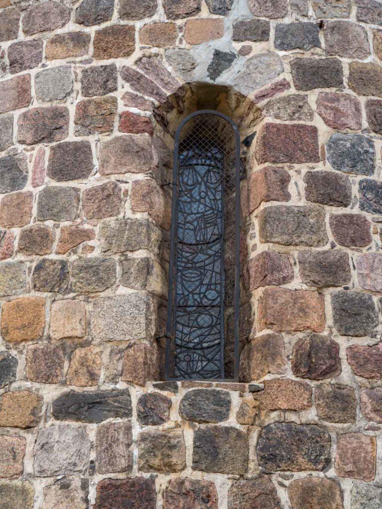 Dorfkirche Lankwitz Originales südliches Rundbogenfenster der Apsis