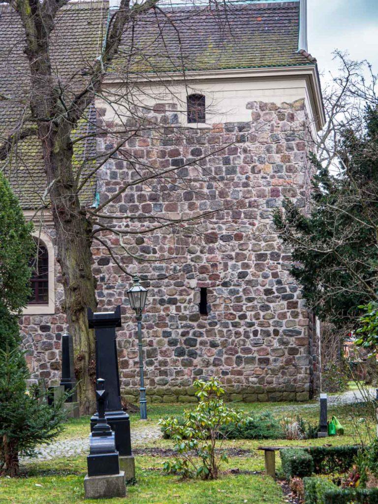 Dorfkirche Mariendorf Nordwand des Turms