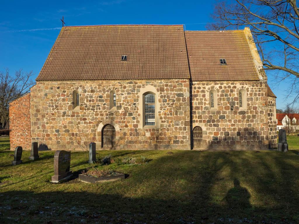 Dorfkirche Preußnitz. Dreiteilige Anlage.