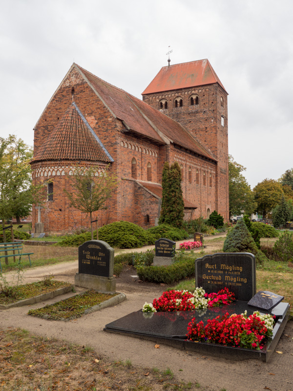 Backsteinroute Jerichower Land. Dorfkirche Redekin, Ansicht von Nordost.