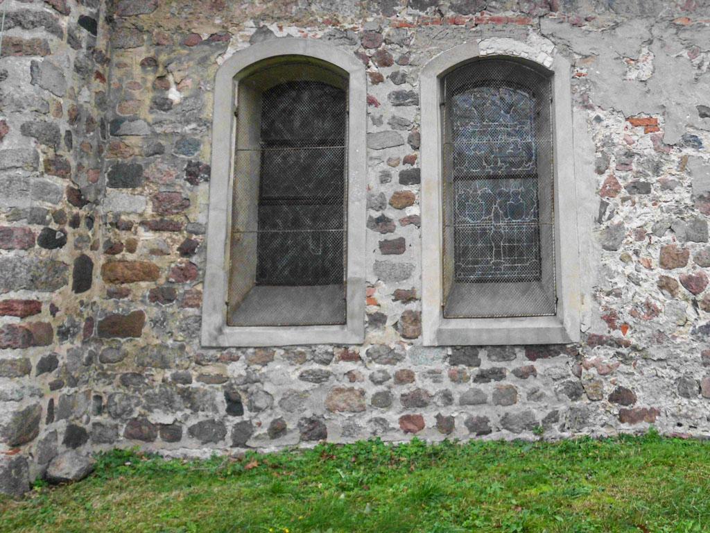 Dorfkirche Reetz Nur einseitig behauene, lagige Feldsteinanordnung