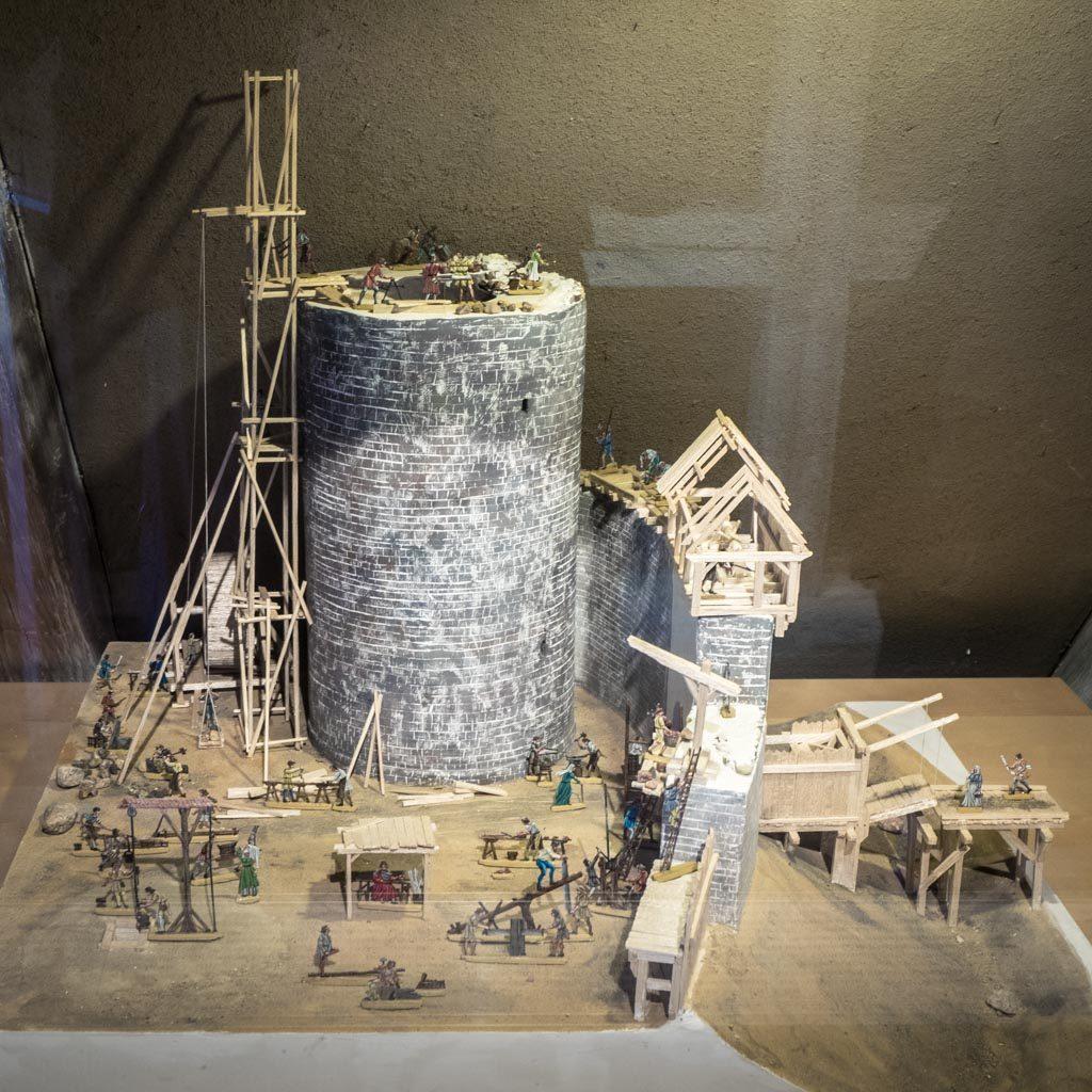 Modell der Burg um 1200. Planung und Ausführung Thomas Langer, Belzig
