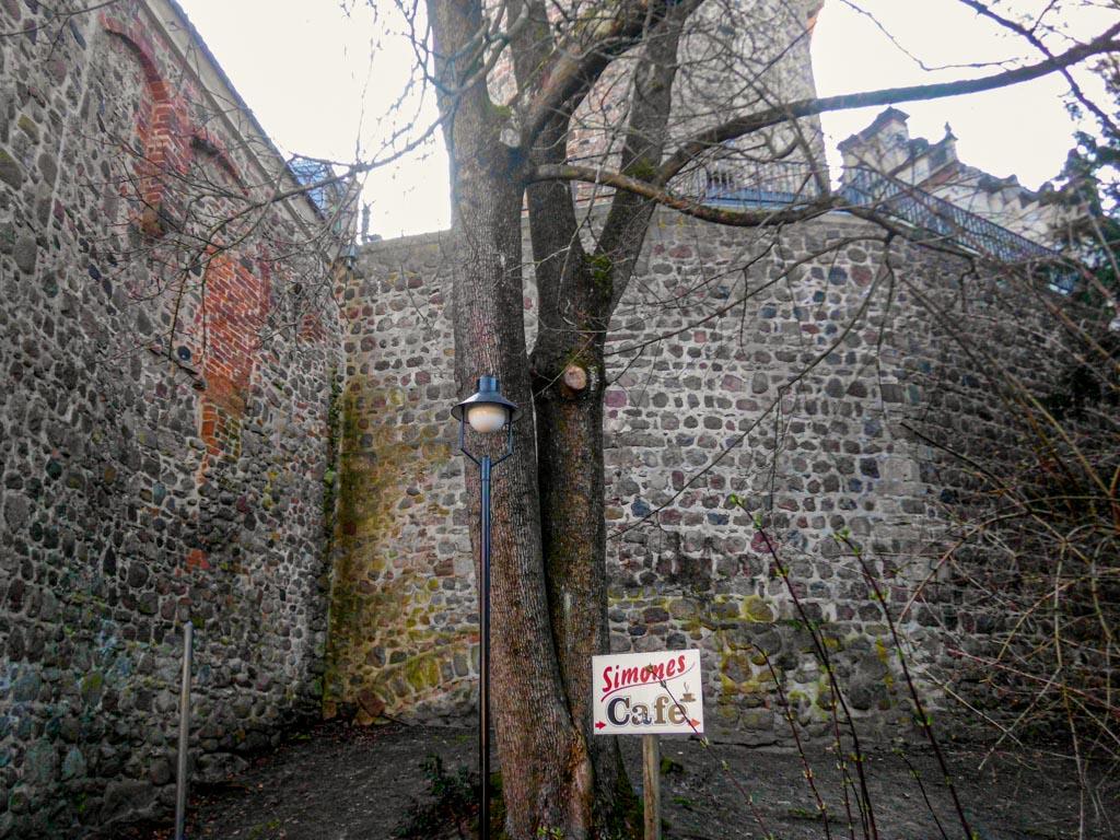 Wiesenburg, Romanischer Burgwall