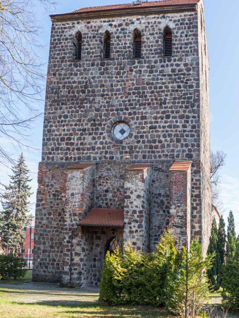 Dorfkirche Herzfelde Westriegel mit Stüzupfeilern
