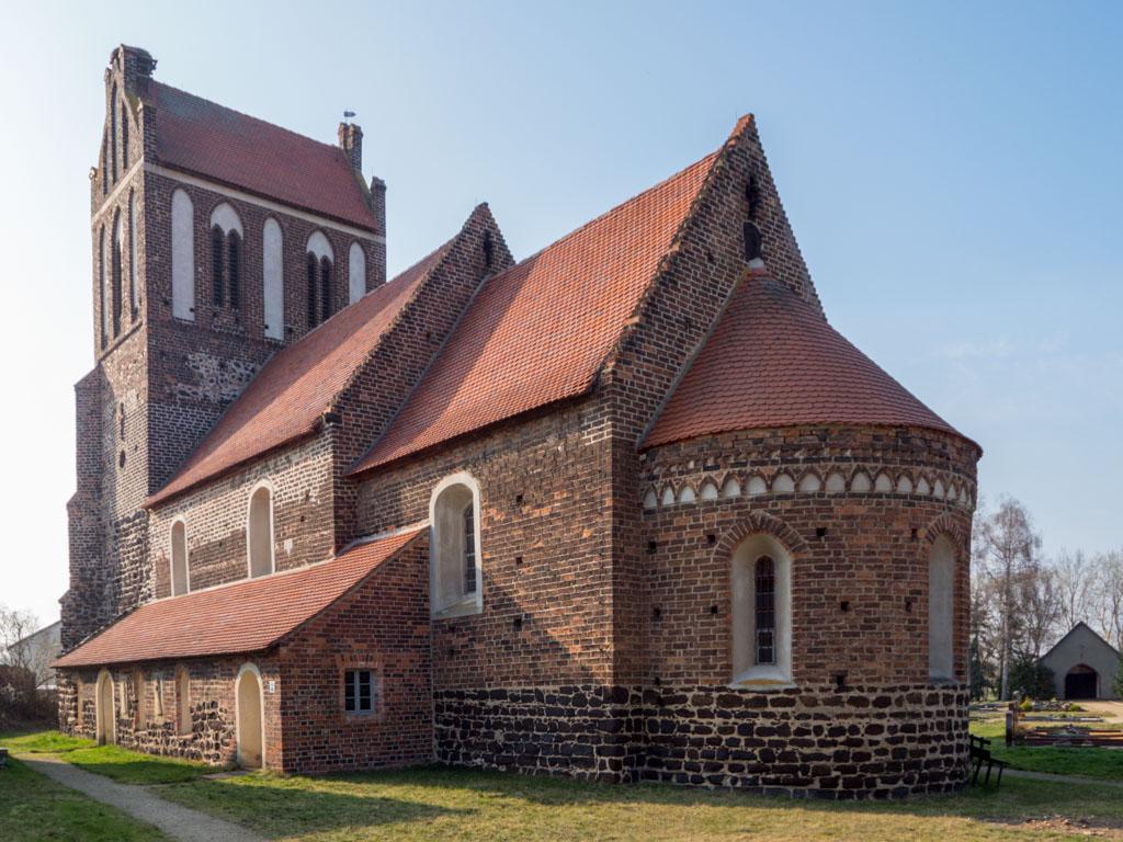 Dorfkirche Lindena. Ansicht der Basilika von Südost.
