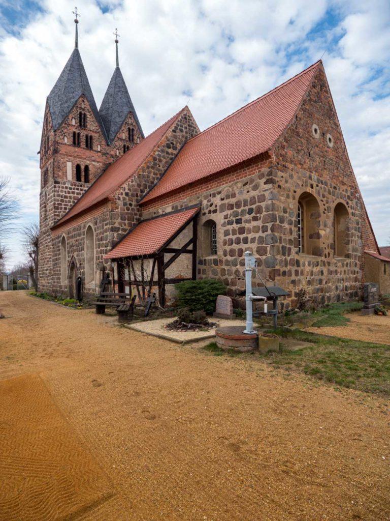 Dorfkirche Lugau, Staffelung von Südost.