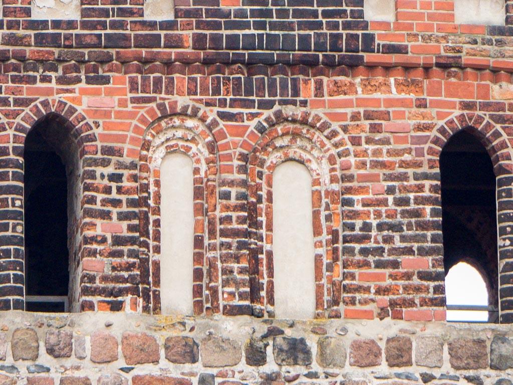 Turm mittlere Fenstergruppe.