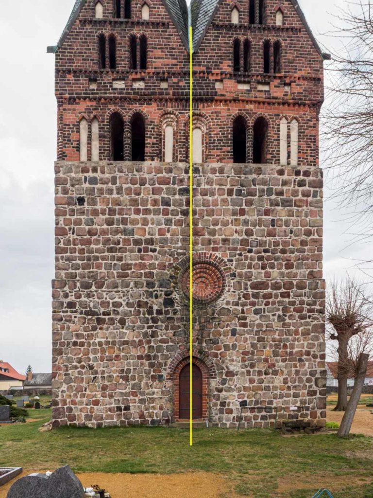 Dorfkirche Lugau Asymmerische Elemente an der Westfassade