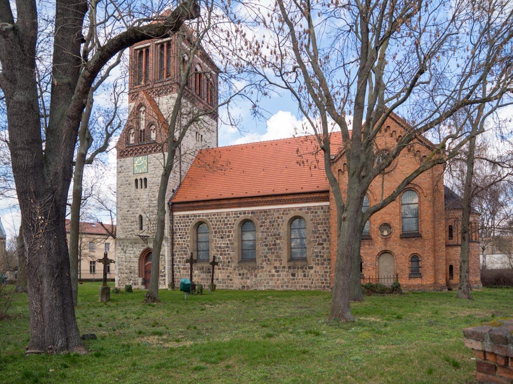 Dorfkirche Rosenthal, Ansicht von Süden auf das uneinheitliche Ensemble.