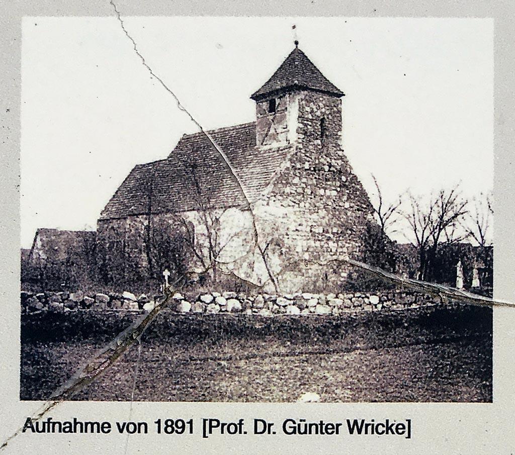 Dorfkirche Niederwerbig. Fotografie von 1891, gemeinfrei.