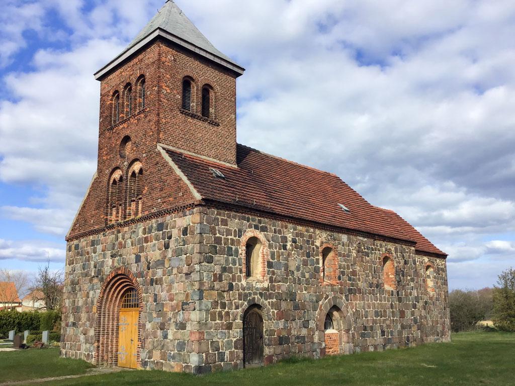 Dorfkirche Niederwerbig. Ansicht von Südwest.