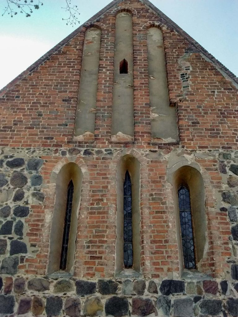 Dorfkirche Dalichow, Fenster und Mauerwerk Ostfassade