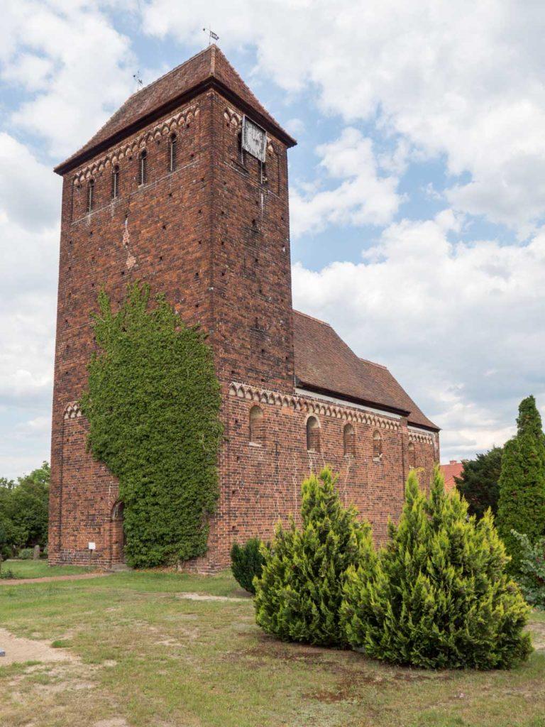 Dorfkirche Melkow, Ansicht von Südwest.