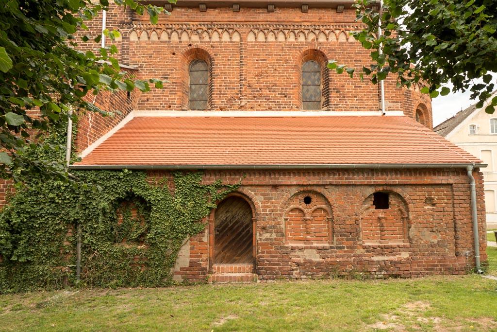 Romanische Sakristei an der Südseite des Chors