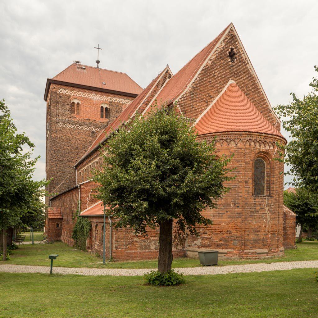 Stadtkirche St. Laurentius und St. Nikolaus Sandau. Ansicht von Südost.
