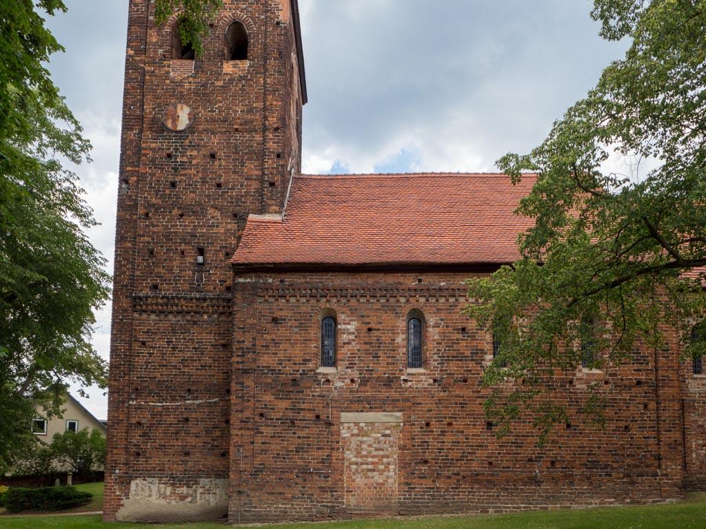 Schiff und Südwand des Turms.