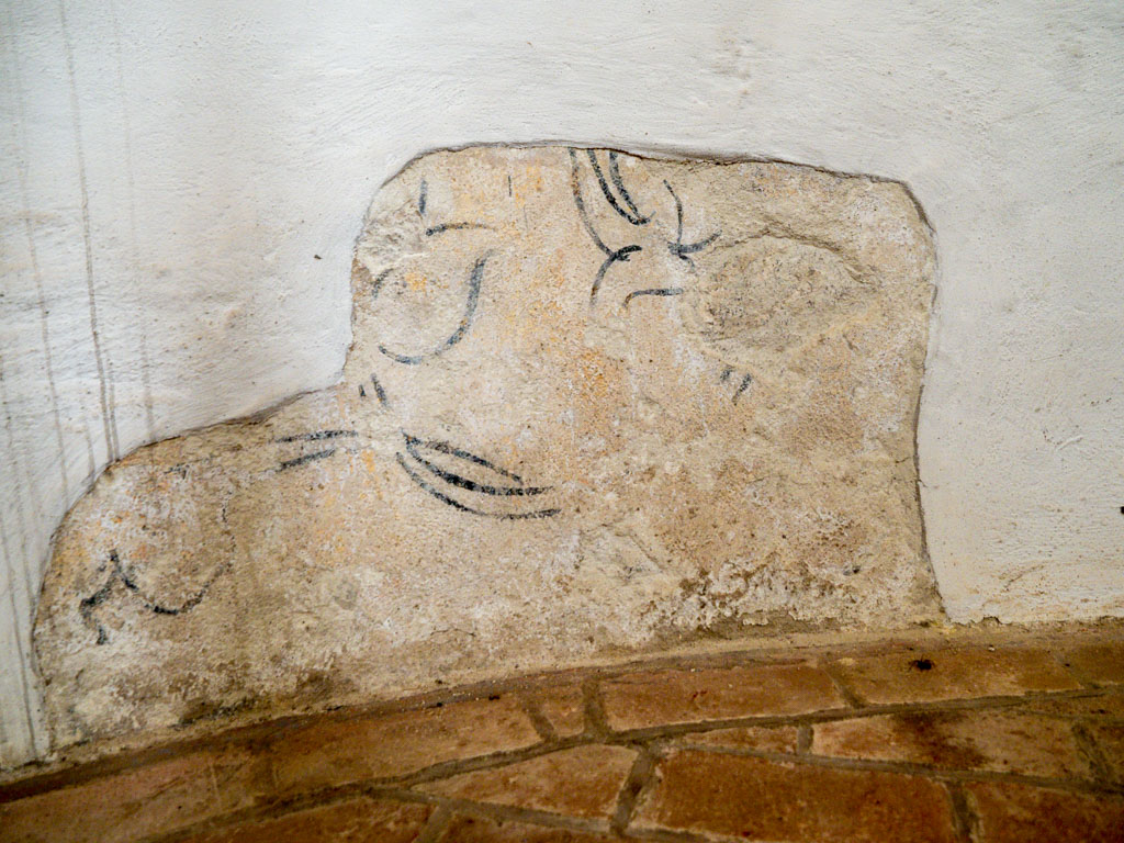 Dorfkirche Wildenbruch Freigelegte Wandmalerei mit floralen Elementen an der Apsiswand.