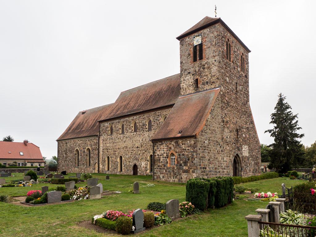 Dorfkirche Falkenhagen. Ehemalige Basilika, Ansicht von Nordwest.