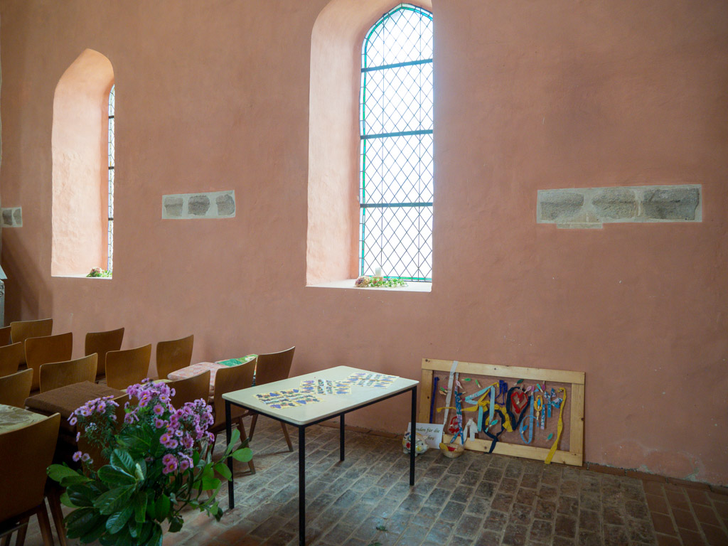 Dorfkirche Falkenhagen. Südliche Scheidewand des Mittelschiffes zum ehemaligen Seitenschiff mit freigelegten Kämpfern.
