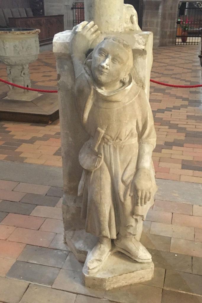 Sandsteinleuchter (1300): Mönch