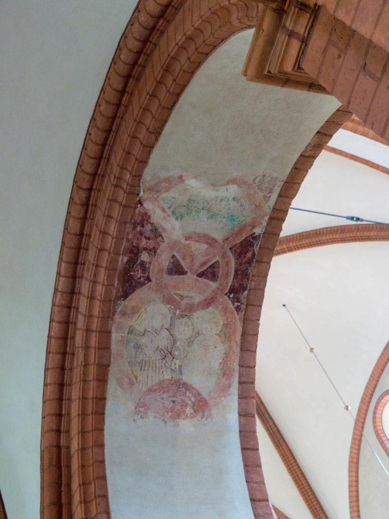 Malerei in einer Arkade zum nördlichen Seitenschiff