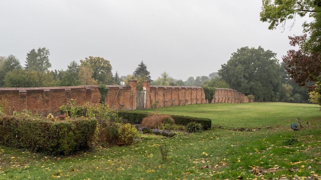 Südliche, originale Mauer des Klostergeländes