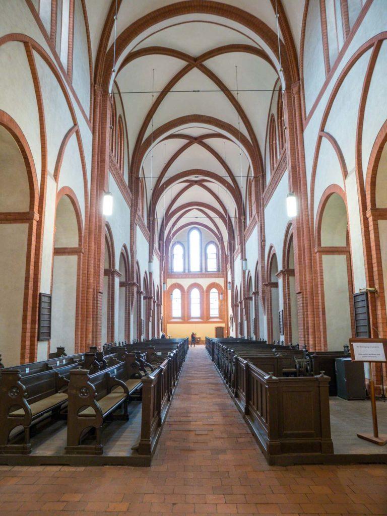 Klosterkirche, Blick durch das Langhaus nach Westen