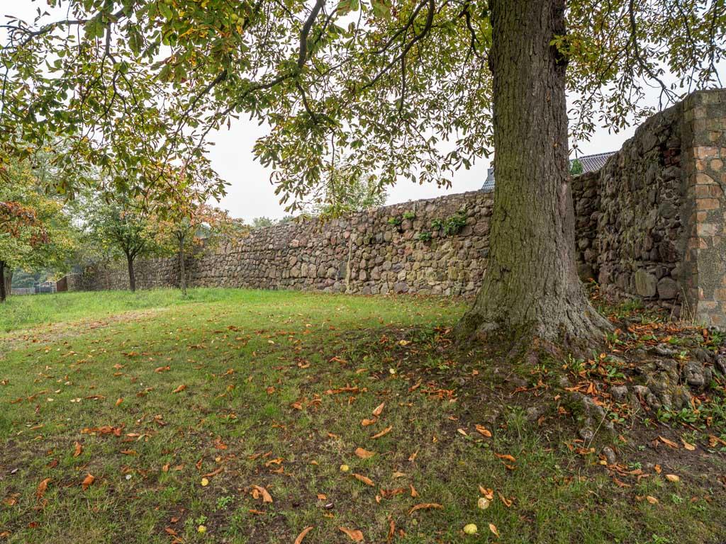 Komturei Lietzen Südliche Feldsteinmauer, Verlauf nach Osten