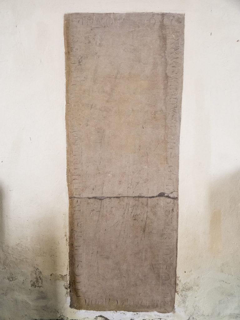 Komturei Lietzen Ritzgrabplatte des Magisters Johannes de Neundorf († 1276)
