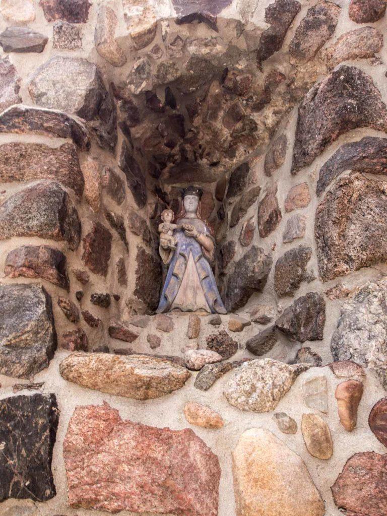 Maria mit Kind in der südlichen Stütze der Kapellenwestwand