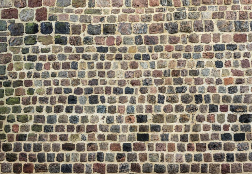 Genaue und kleinteilige Quaderung des Mauerwerks